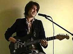 Гитарист-инвалид призывает всех людей с ограниченными возможностями верить в свои силы