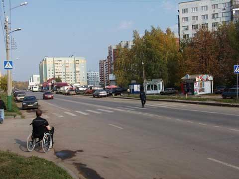 Пешеходный переход, ул.Кижеватова 3 - поребрик становится препятствием