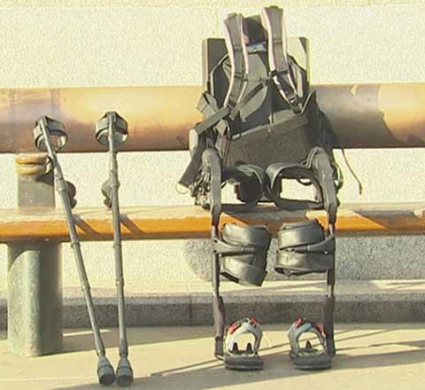 Ходить снова: ученые создали костюм, возвращающий инвалидам подвижность