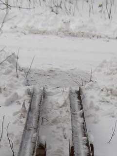 Снежная ловушка: расчищенный с улиц снег оказывается на пандусах для инвалидов